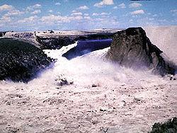250px-Teton_Dam_failure.jpg