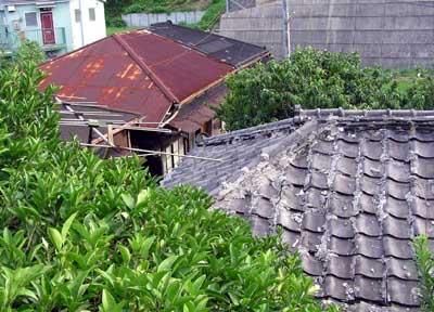 ゆがんだ屋根4