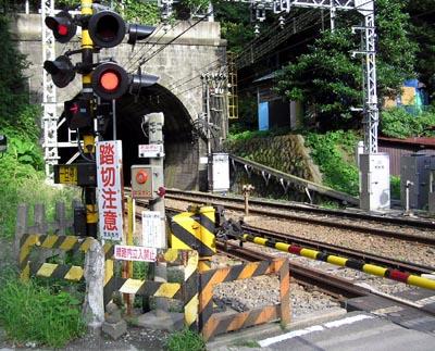 nekomachi fumikiri hantaigawa