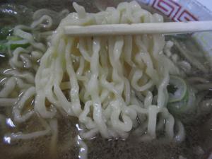 11050316まこと食堂・チャーシューメン 麺の感じ