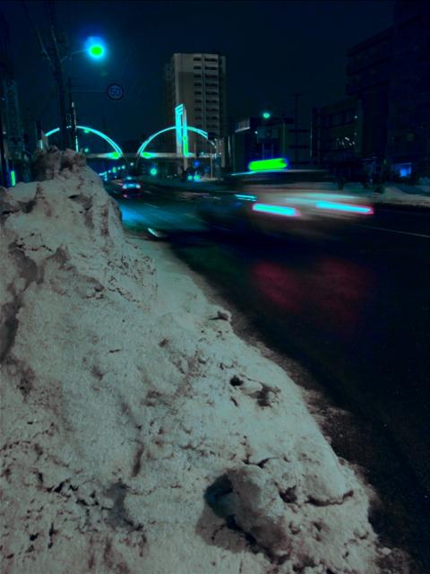 歩道はまだ雪が・・・