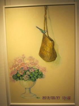 花と籠バックと鳥