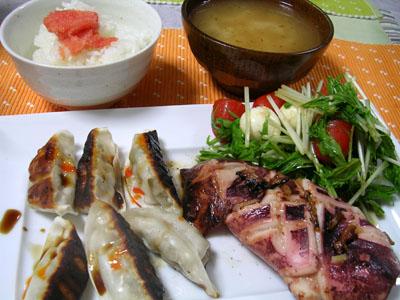 090809イカのしょうが焼き、ギョーザ、ご飯、豆腐とみょうがの味噌汁