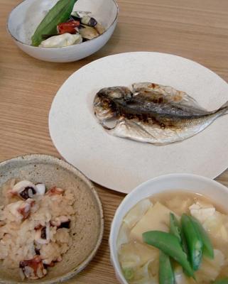 タコ飯とアジの干物とお味噌汁 2009.7.28