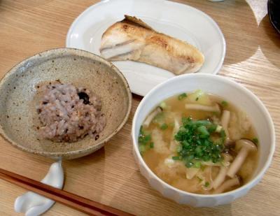 お魚と野菜たっぷりごはん! 焼き魚とご飯とお味噌汁 2009.7.31