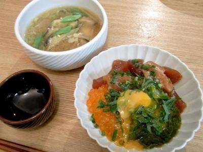海鮮丼!漬けマグロ、生いくら、とろとろめかぶ 2009.9.3