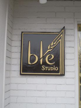 スタジオブレ看板