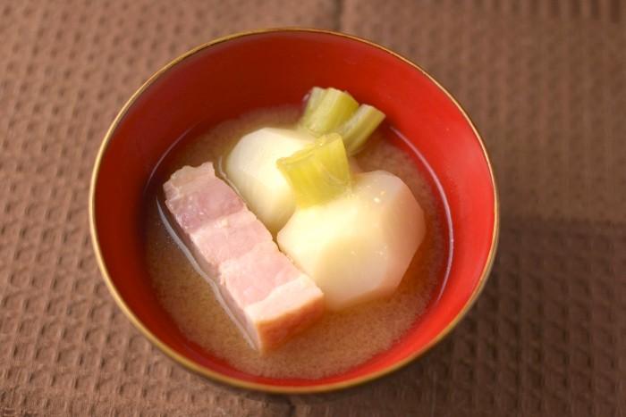 蕪とベーコンの味噌汁