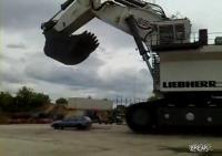 巨大ショベルカーを使って行う世界最速の洗車