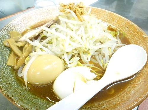 『覆麺』 味玉覆麺(サービスのゆで玉子付)