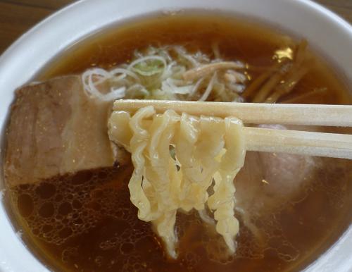『麺や七彩』 喜多方らーめん(麺リフト)