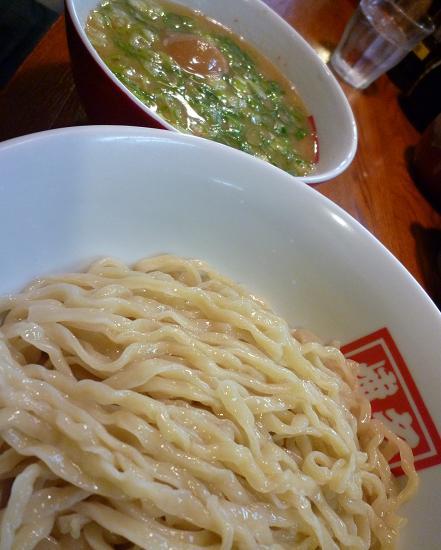『博多三社塾』 つけ麺(780円)