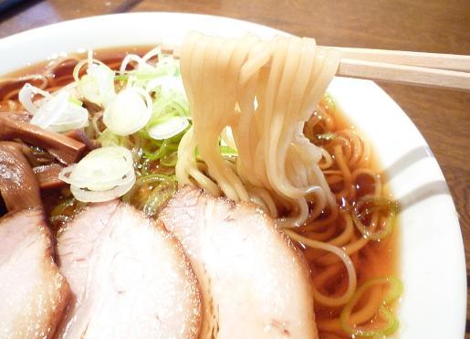 『つし馬』 冷やし煮干そば(麺リフト)