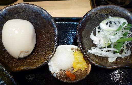 『つけ麺 道』 トッピング味玉と薬味