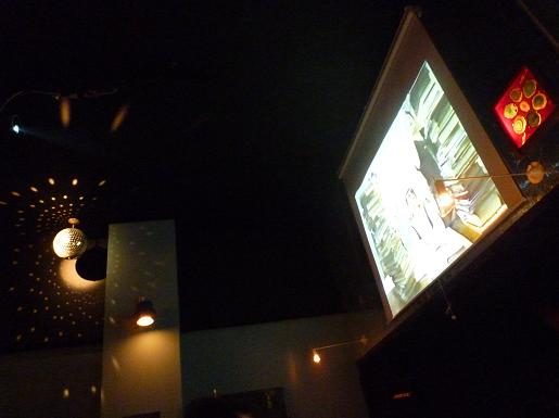 『RIPPLE』 大画面とミラーボール