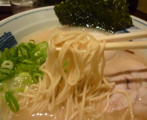 『三代目○助』 白らうめん(麺リフト)