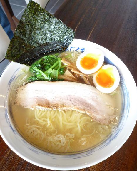 『麺屋あじくま 柏インター店』 白ラーメン(650円)