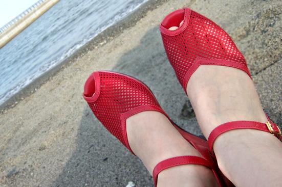 mesh-red-1.jpg