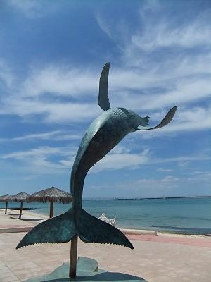 クジラのジャンプ!・・・の像が