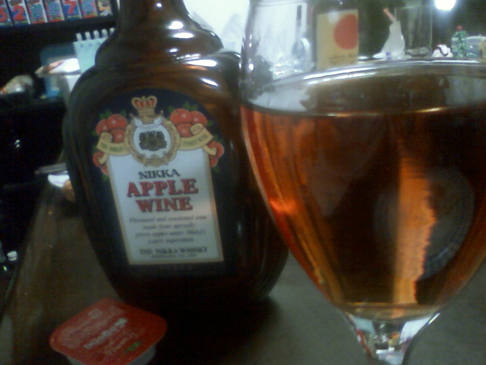 「アップルワイン」といいますの♪ アルコール度数はたしか25°だったかな