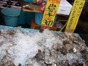 茨城・那珂湊「お魚市場」の岩ガキ2
