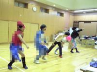 並んでダンス