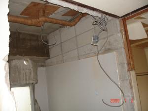 壁に換気扇用の穴あけ