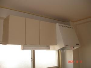 吊り戸棚、棚下灯交換取付