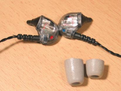 UM3Xケーブルとプラグ本体とイヤーチップ