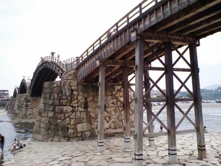 河原から見た錦帯橋