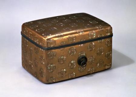 浮線綾螺鈿蒔絵手箱