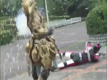 仮面ライダーディケイド 第29話「強くてハダカで強い奴」1 decade ep29.avi_000073907