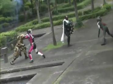 仮面ライダーディケイド 第29話「強くてハダカで強い奴」2 decade ep29.avi_000417417