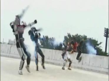 仮面ライダーディケイド 最終回 「世界の破壊者」1.avi_000054287