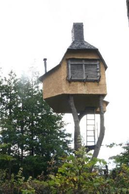 神長官守矢家資料館・藤森照信建築物・木の上の茶室