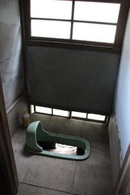汲み取りトイレ
