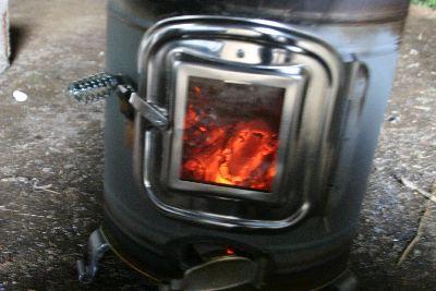 薪ストーブ窓からおき火