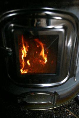 薪ストーブ窓から火