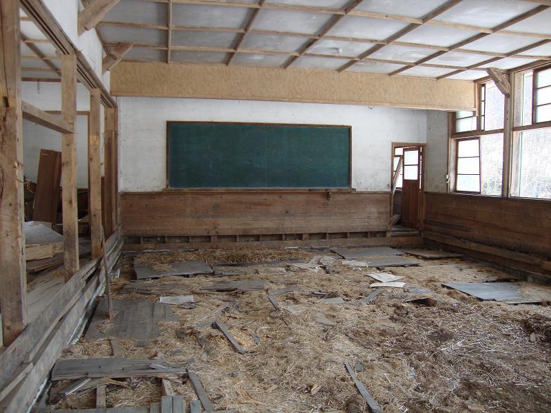 大英小学校校舎内部