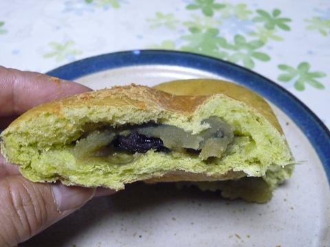 抹茶の黒豆パン3
