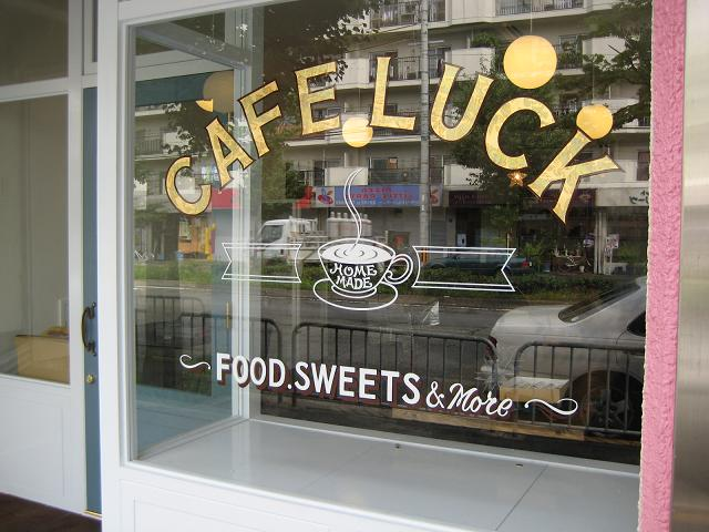 cafe luck window 002