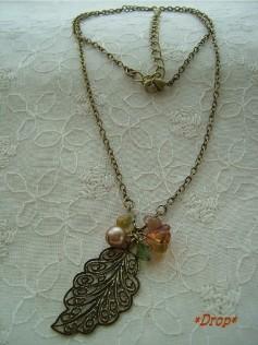古美色の木の葉ネックレス