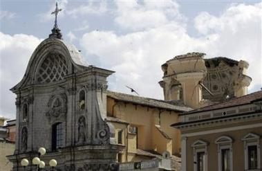 150436293-view-of-the-damaged-dome-of-the-l-aquila-duomo.jpg