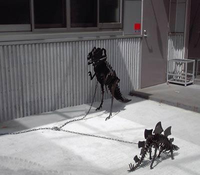 2009.09.玄関先の恐竜オブジェ