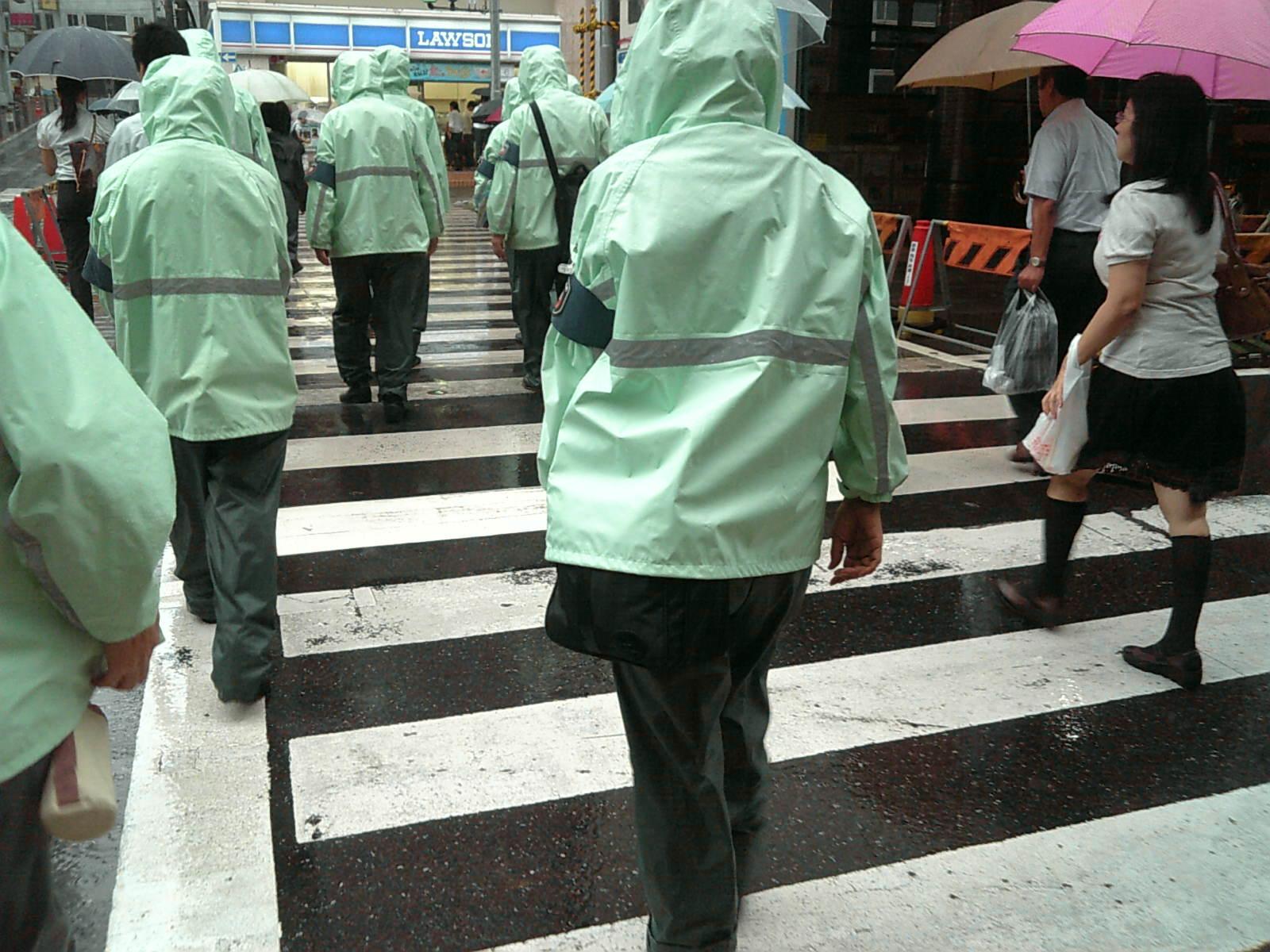 駐車監視員と豪雨
