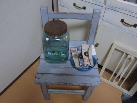 グレイの椅子