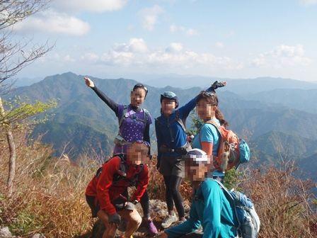 20111120-08宇連山山頂集合写真