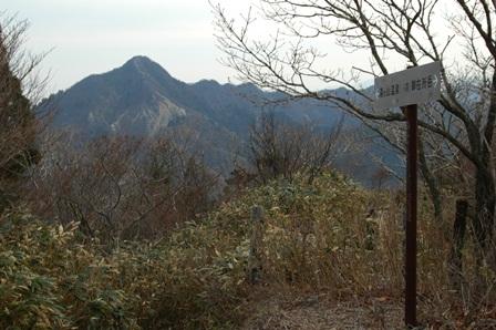 20111127-29鎌正面