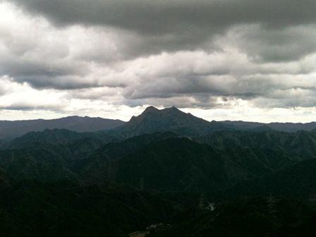 20111216-12山頂から冬空