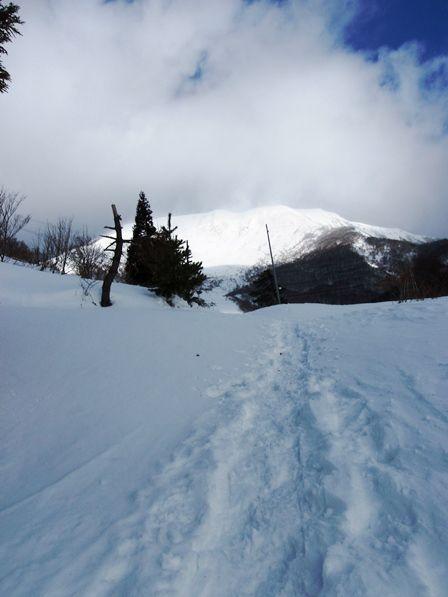 20120102‐09伊吹山見えてきた2